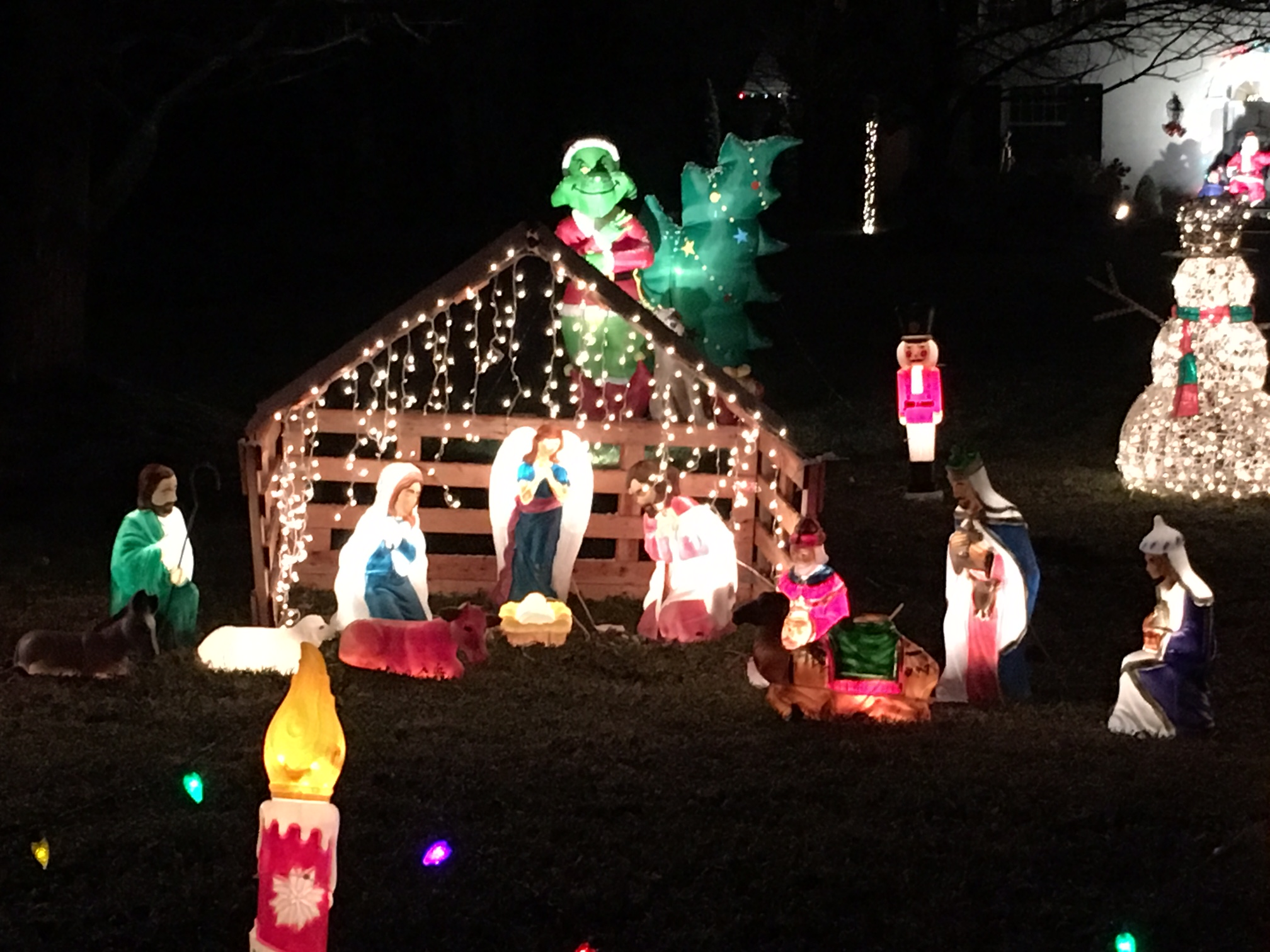 2016 Best Holiday Decorations Contest Winners